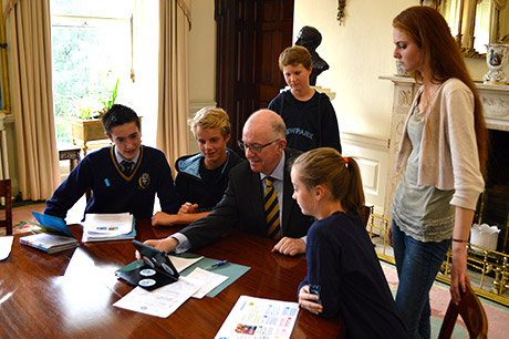 Minister for Foreign Affairs and Trade, Charlie Flanagan, TD, today met a group of UNICEF Youth Ambassadors ahead of UNICEF Ireland's Youth Summit in Dublin Castle on Friday 19th September.